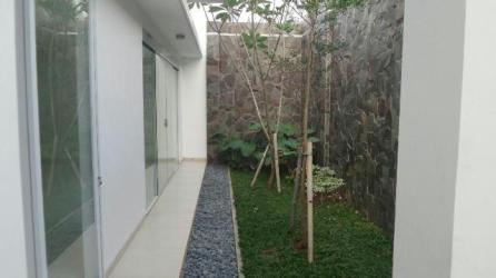 Villa Awatara - Pekarangan Kecil